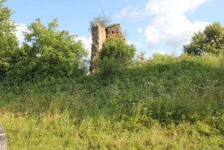 Залишки руїн замку в Мурованому. Сучасне фото
