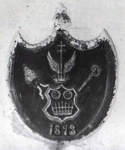 Таблиця з гербом архієпископа, фото 2001 р.