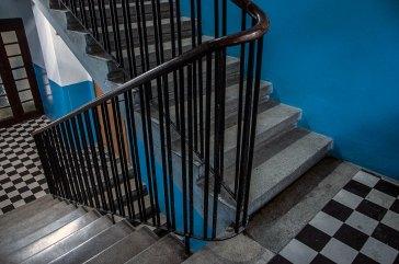 Львів, будинок на вул. Переяславській, 18 (на фото видно автентичний декор сходів)