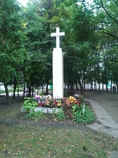 Пам'ятний хрест на місці церкви Введення (костел Марії Магдалени)