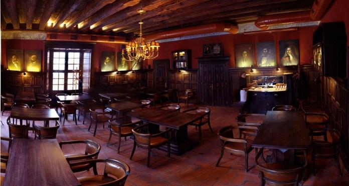 Приміщення, де колись знаходився банк, а зараз – ресторація «Mons Pius»