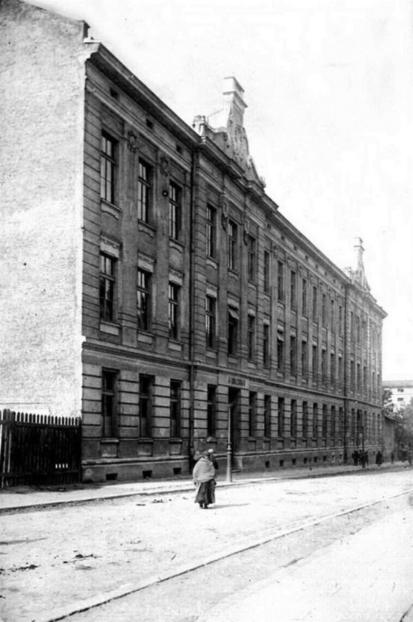 Будівля колишньої 5-ї гімназії. Зараз тут – філія Київського національного університету культури і мистецтв
