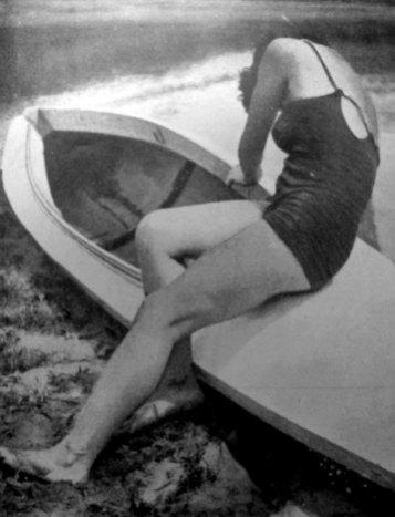 Роман Мирович. Дівчина на каяку, сер. 1930-х рр. (Світло й Тінь. – 1938. – Ч. 3)