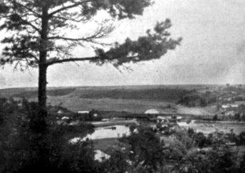 Маріян Ґавдяк. Вигляд із руїн замку на долину Гнізни, Теребовля, сер. 1930-х рр. (Наша Батьківщина. – 1937. – Ч. 4/5)