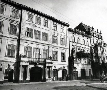 Будинок по вул. Театральній, 10