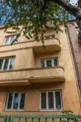 Будинок № 42 на вул. Котляревського, на світлині видно частину еркеру і півкруглі балкони, фото М. Ляхович