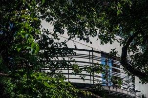 Будинок на вул. Літній, 19, ( на світлині – типовий для стилю балкон) фото М. Ляхович