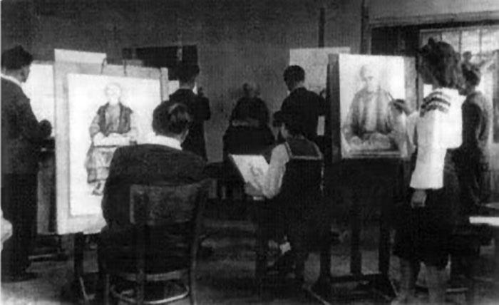 Заняття на малярському відділі 1942 рік