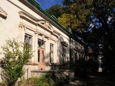 Тильний бік будинку колишньої Kрайової школи лісництва