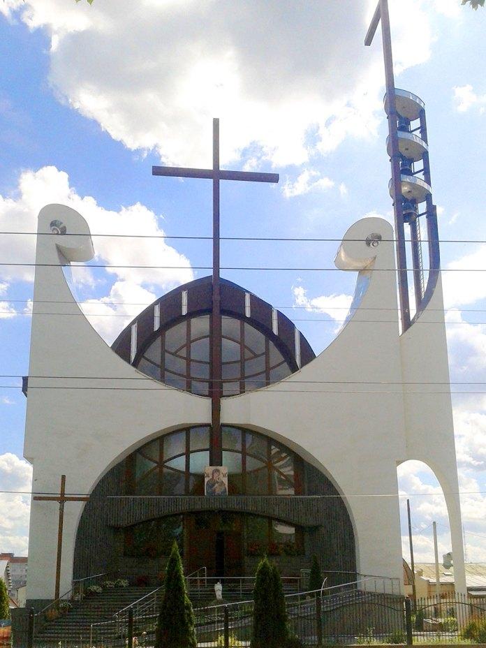 Костел Матері Божої Неустанної Помочі (вул. Мазепи 46), фото Марія Чайківська