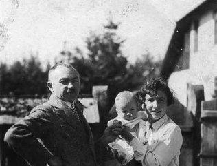 Сім'я Сеньковських, 1931 р. (зі сайту http://zaxid.net)