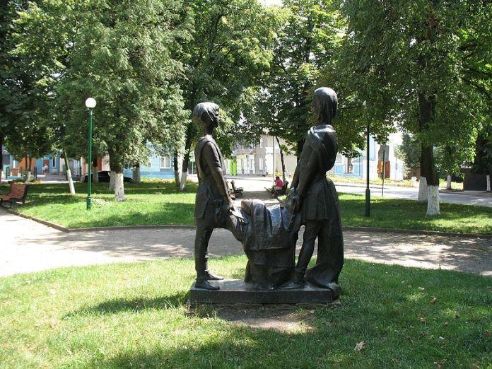 Пам'ятник Данилу та Васильку Романовичам в Володимирі-Волинському. Фото з https://uk.wikipedia.org