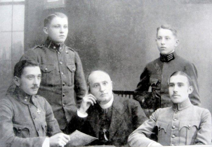 Ніхто з дітей отця Іполита Погорецького не захотів успадкувати професію батька. Юрій став лісничим, Євген – інженером – механіком, Олександр – промисловцем, а Роман – ветеринарним лікарем.