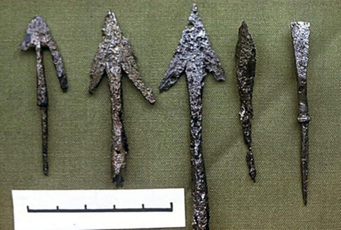 Наконечники стріл, виявлені на Стільському городищі. Джерело: http://spadok.org.ua/bila-chorvatiya/rannoserednovichne-misto-na-verchnomu-dnistri