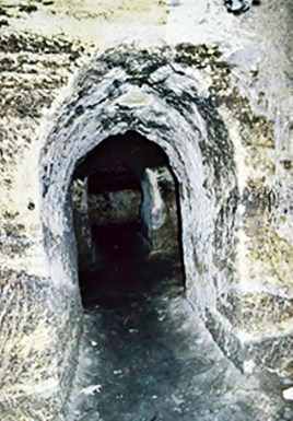 Проходи згаданого печерного храмового комплексу. Джерело: https://plus.google.com/photos/+OlehDukas/albums/5914146662683991457