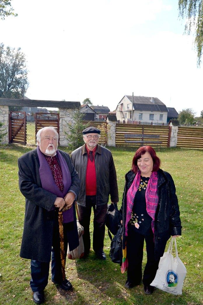 На подвір'ї музею: зустріч з поетами Марією Людкевич і Романом Лубківським та художником Орестом Білоусом