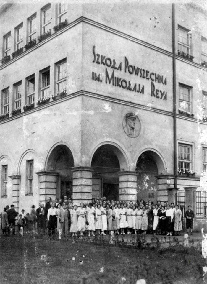 Жіноча школа ім. Миколая Рея (зараз – №58). Фото поч. ХХ ст.