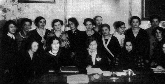 Президія Союзу українок. В центрі – Мілена Рудницька