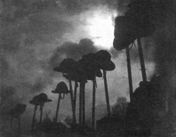 Юліан Дорош. Постій (пластуни на привалі), кін. 1920-х рр. (Dawna fotografia lwowska. 1839—1939. — Lwow, 2004)