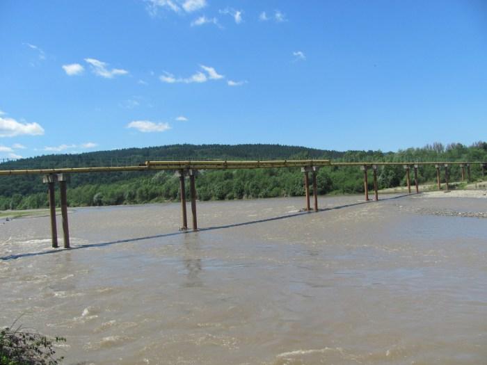 Довжина цього унікального моста сягає 400 м.