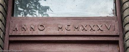 Напис римськими цифрами, що означає дату заснування будинку у 1936 р. вул. Київська,34, фото М. Ляхович