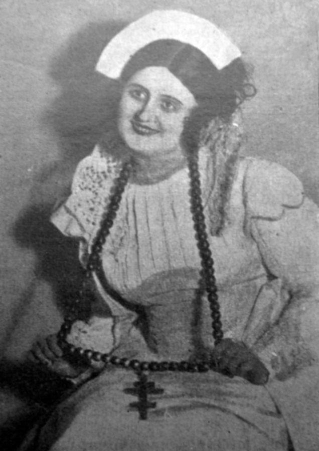 Марія Сокіл, примадонна харківської опери в ролі панночки з «Тараса Бульби», ймовірно, кін. 1920-х рр. (Нова Хата. – 1932. – Ч. 7/8)