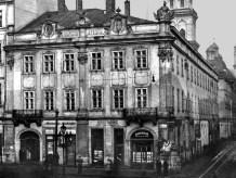Будівля на площі Ринок №10 – давній палац Любомирських. Тут розташувалися українські товариства та установи: «Боян», «Просвіта», «Руська Бесіда», «Клуб русинок»