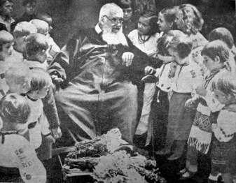 Дітвора захоронки Митрополитові Андреєві, 1938 р. (Українське Дошкілля. – 1938. – Ч. 5)