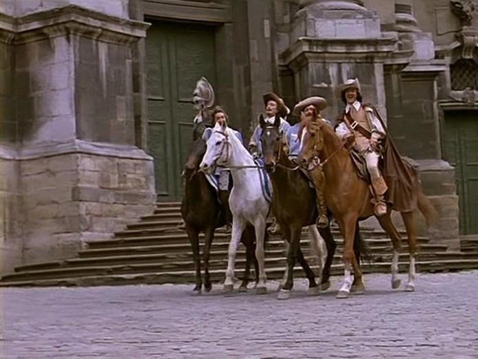 """Кадри з фільму-мюзиклу """"Три мушкетера"""" зняті біля Церква Пресвятої Євхаристії у Львові."""