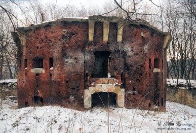 Львів, зруйнований артилерією форт на Цитаделі. Фото сучасне