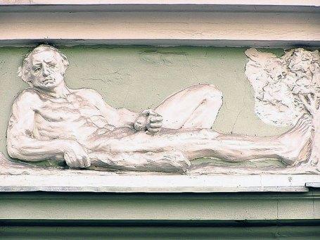 Онан на фасаді кам'яниці на вул. Ставропігійській, 4 (ріг вул. І. Федорова, 6)