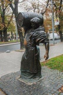 Пам'ятник Львівському пивовару (пр. Свободи, 18). Фото: Анастасія Нерознак