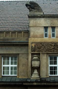 Скульптурні фрагменти на будівлі Кредитного товариства(зараз відділення НБУ). Фото: Ксенія Янко