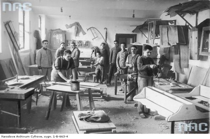 Столярна майстерня в Бригідках. Фото 1930-х рр.