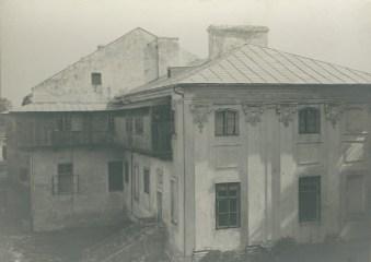 Фрагмент палацу Потоцьких в Бродівському замку. Фото 1910 року