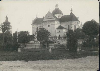 Костел Лаврентія в Жовкві. Фото 1920 року