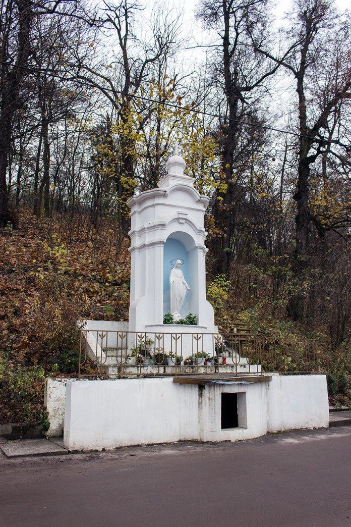 Фігура Божої Матері на вул. Замковій, 2016 р.