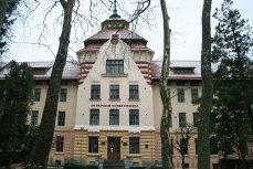 Центральний вхід до будівлі колишньої бурси Руського педагогічного товариства. Фото: Анастасія Нерознак