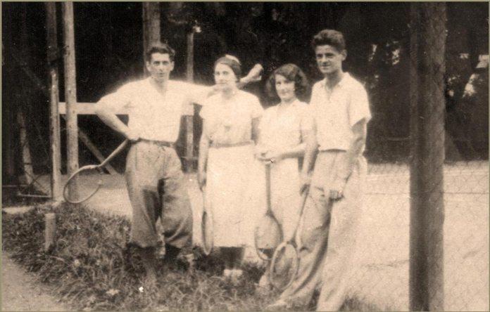 Діти Івана Труша на тенісному корті. Зліва направо: Мирон, Аріадна, Оксана, Роман. Фото початку 1930-х рр.