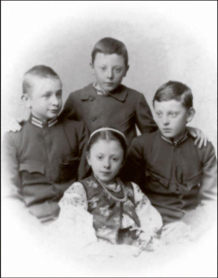 Діти подружжя Франків: Андрій, Тарас, Петро й Анна. 1902 р.
