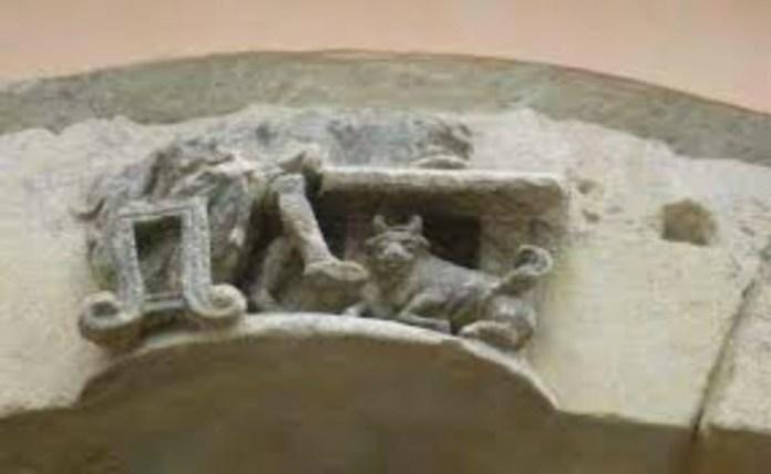 Зображення на Краківській, 22. Імовірно, раніше там була головна будівля львівських малярів. Фото з Емблема львівського цеху малярів. Фото з http://photo-lviv.in.ua
