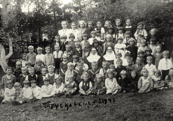 Трускавець. Дошшкільнята в Захоронці Сестер Служебниць, 1943 рік