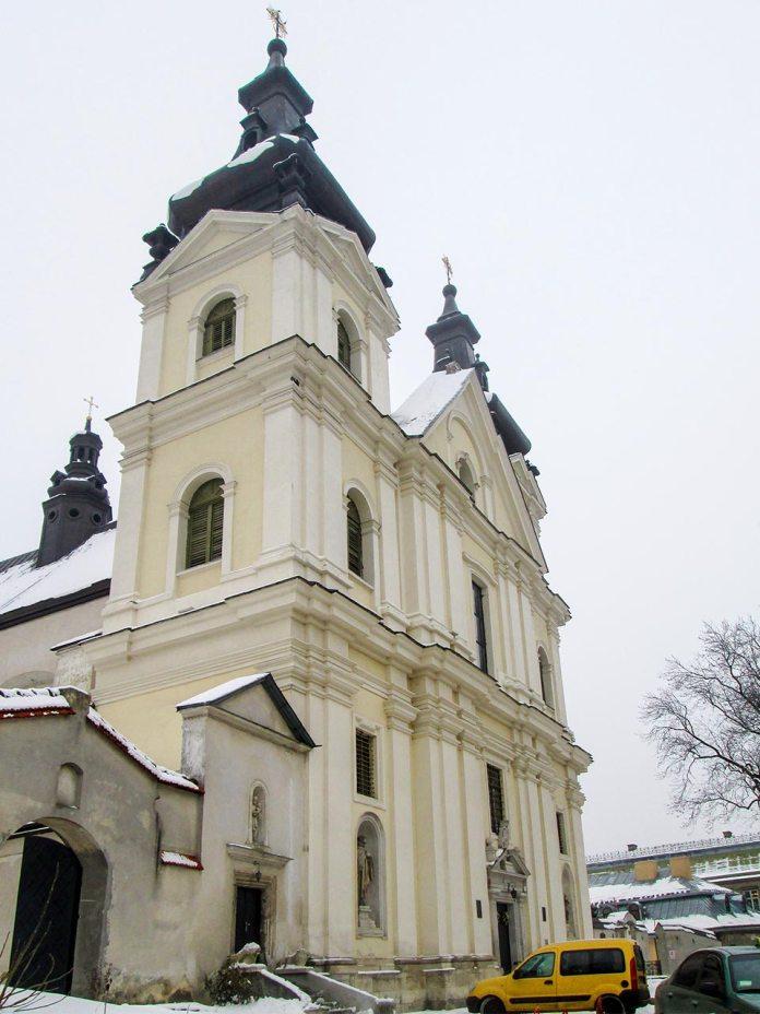 Церква Архистратига Михаїла, колишній костел кармелітів босих. Фото Мар'яни Іванишин.