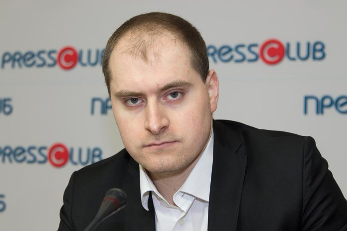 Начальник відділу правової та кадрової роботи Львівської обласної ради Андрій Мельник