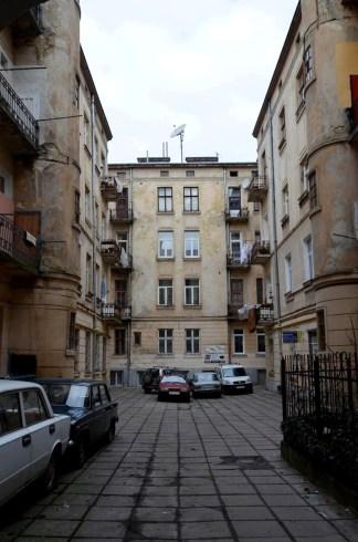 Внутрішній дворик будинку на вул. Дорошенка №14