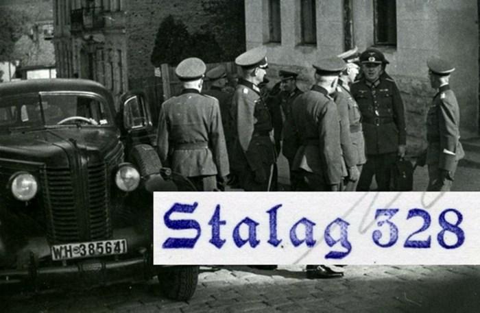 Нацистські офіцери перед входом до табору. Тепер вул. Грабовського.