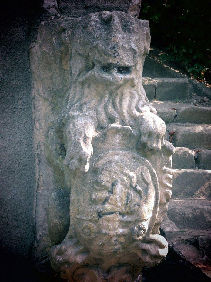 Львівський лев завмер в очікуванні… Фото Сергія Гуменного.