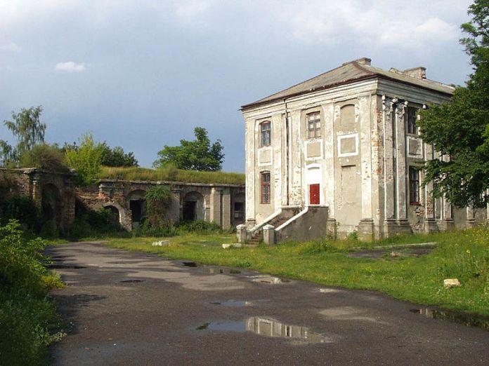 Палац Потоцького на території розташування Бродівського замку. Фото з https://uk.wikipedia.org