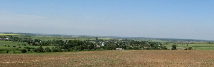 Долина Львівське Опілля. Вид на село Хоросно від Стрийського гостинця