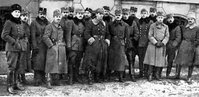Гриць Коссак зі старшинами ІІІ корпусу УГА